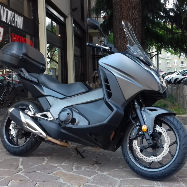 HONDA INTEGRA 750 16